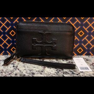 NWT Authentic Tory Burch Bombe-T Wristlet